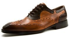 Anything else than 'off the rack' – the shoes of Esquivel