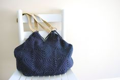 Crochet a beautiful granny square tote with this free pattern and video tutorial from B.hooked Crochet,