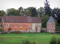 Château de Frazé : Communs du château, dans le Perche
