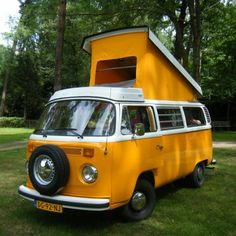 Volkswagen T2 camperbus: The large sofa folds out to spacious double bed over the entire width of the camper.  Under the lifting roof is the second double bed (queen size). Above the front seat, a children's hammock can be hung.
