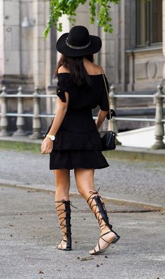 25 Outfit Ideas and Tips of How to Wear Gladiator Sandals