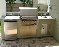Small Outdoor Kitchens Traditional Patio with Stainless Outdoor Grill Small Outdoor Kitchens, Outdoor Kitchen Bars, Outdoor Kitchen Design, Simple Outdoor Kitchen, Small Patio Kitchen Ideas, Cozy Kitchen, Summer Kitchen, Kitchen Decor, Kitchen Sink