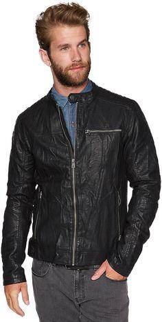 Biker-Jacke in Used-Optik für Männer (unifarben, Stehkragen mit Riegel) aus hochwertigem Lederimitat, mit permanentem Crinkle-Effekt, Schulter- und Ärmelpartien mit Ziernähten, Eingrifftaschen mit Zippern. Material: 100 % Polyester...
