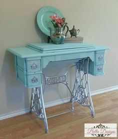 Vintage Singer sewing machine Painted in Valspar's Aqua Glow and bright silver on the base and handles I love this make over, one of my favorites BellaDesigns Teal Aqua Singer Sewing Sewingmachine Vintage is part of Sewing room decor - Furniture Update, Furniture Making, Furniture Makeover, Diy Furniture, Old Sewing Machine Table, Antique Sewing Machines, Repurposed Furniture, Shabby Chic Furniture, Painted Furniture