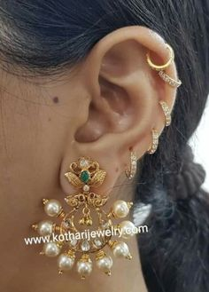 Cz Jewellery, India Jewelry, Ear Jewelry, Wedding Jewelry, Gold Jewelry, Gold Bangles Design, Gold Earrings Designs, Gold Pearl Necklace, Antique Necklace