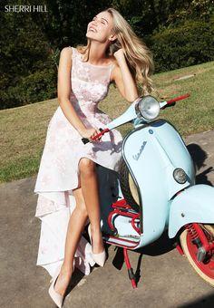 2017 Sleeveless Floral Lace Appliques Ivory/Blush Open Back Bateau Neckline Sherri Hill 51003 High Low Prom Dresses Vespa Bike, Motos Vespa, Lambretta Scooter, Scooter Motorcycle, Motorbike Girl, Vespa Scooters, Vespa 50, High Low Prom Dresses, Sherri Hill Prom Dresses