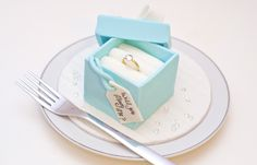 Call them mini, call them individual, call them whatever you want - these small wedding cakes are increasingly turning into the favoured alternative of a single show-stopping masterpiece Wedding Proposals, Marriage Proposals, Pearl Cake, Ways To Propose, Small Wedding Cakes, Proposal Ring, Proposal Ideas, Colorful Cakes, Cake Gallery