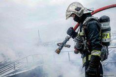 FEATURED POST   @pompiers_de_paris -  Photo originale  M. Lefèvre  Chaque jour une sélection des plus belles photos de cette unité d'élite la Brigade de Sapeurs-Pompiers de Paris. Lorsque vous souhaitez reposter mes photos sur Instagram (indiquées avec  H