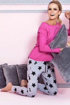 P-504/1 Piżama z długimi spodniami w gwiazdki, ciemny róż #piżama #gwiazdy #szara #różowa #pajamas