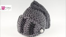 In this step by step guide, Nastya from DIY owl shows you how you can crochet this great knight's helmet from wool. This is a perfect accessory for a knight costume or simply as a winter accessory. Diy Crochet Amigurumi, Crochet Diy, Crochet For Boys, Crochet Hats, Crochet Costumes, Diy Costumes, Bandeau Crochet, Crochet Vintage, Knight Costume