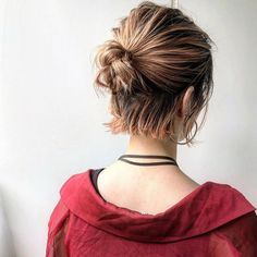 Frisuren messy bun - - - Why Everyone Should Recycle Recycl Messy Bun Hairstyles, Bob Hairstyles, Elegant Hairstyles, Party Hairstyles, Short Hair Bun, Styling Short Hair Bob, Hair Arrange, Trending Hairstyles, Hair Lengths