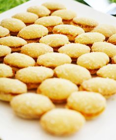 Lusikkaleivät (ruskista voi!) Baking Recipes, Snack Recipes, Snacks, Cereal, Deserts, Chips, Food And Drink, Sweets, Fresh