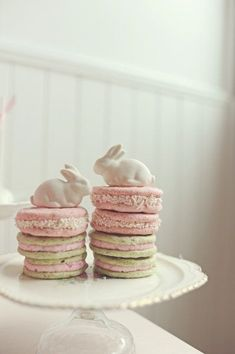 Macaron Bunnies Ways to Serve Macarons | Display Macarons | Cute Ideas to Present Macarons | Afternoon Tea | High Tea | Birthday Parties | Dessert Buffet | Party Favors | Weddings | Macaron Towers | French Macarons | Dessert Table