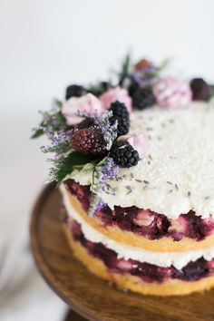 Blackberry Lavender Naked Wedding cake I love blackberry and naked cakes But you can keep the lavender out Slow Cooker Desserts, Just Desserts, Delicious Desserts, Yummy Food, Spring Desserts, Food Cakes, Cupcakes, Cupcake Cakes, Pretty Cakes