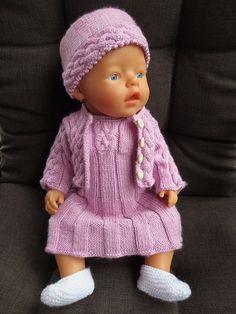 BabyBorn | mellom maskene... Baby Bjorn, Doll Clothes, Crochet Hats, Dolls, Knitting, Ravelry, Om, Fashion, Crochet Dolls