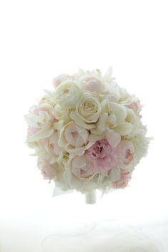 白にうすいピンクのブーケ、日比谷パレス様へ。今日はこれだけで!みなさま今日もおつかれさまでした。一会ブーケ写真集Pinteresthttp://www.p...