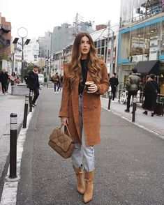 Negin Mirsalehi Street Style in a Tan Button Front Double Breasted Coat Out And About In, Autumn Winter 30 Outfits, Outfits Mujer, Fresh Outfits, Mode Outfits, Winter Outfits, Fashion Outfits, Summer Outfits, Grunge Outfits, Simple Outfits