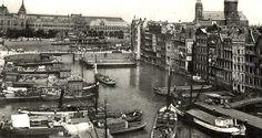 1935 - 1940. Het Damrak in de jaren '30 met op de achtergrond Centraal Station