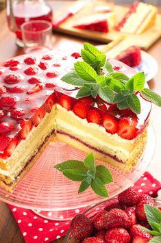 Tort polski z truskawkami Unique Desserts, Cream Cake, Baking Tips, Sweet Recipes, Cake Decorating, Cheesecake, Food Porn, Strawberry, Food And Drink