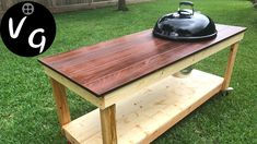 Watch how I build a Weber Kettle cart. This is an excellent BBQ Grill Table with lots of workspace. So if you are in need of a DIY BBQ Cart. Kettle Bbq, Weber Kettle, Outdoor Kitchen Patio, Diy Patio, Outdoor Living, Wood Grill, Diy Grill, Backyard Bbq Pit, Backyard Ideas