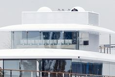 "7x27"" cinema displays in Steve Jobs' yacht"