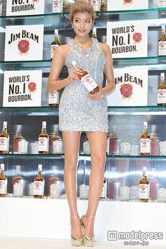 (画像4/13) ローラ、SEXYドレスで美脚&美背中あらわ 流暢な英語を披露