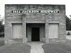where Southern Rock was born - the original Muscle Shoals Recording Studio in Alabama. The Stones, Allmam Brothers, Traffic, Bob Dylan, U2, Lynyrd Skynyrd, Bob Seger, Cat Stevens, Boz Skaggs, Rod Stewart, The Black Keys and others have recorded here throughout their careers.