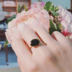 아 예뻐라 _ . . #완전맘에드는 #신상 #반지 . #YCeramics #SeoyonChoe #ceramics #porcelainjewelry #ceramicjewelry #jewelry #accessories #black #gold #ring #daily.  #도자악세사리 #쥬얼리 #악세사리  #블랙 #금 #일상 #데일리 Druzy Ring, Ceramics, Photo And Video, Rings, Instagram, Jewelry, Ceramica, Pottery, Jewlery