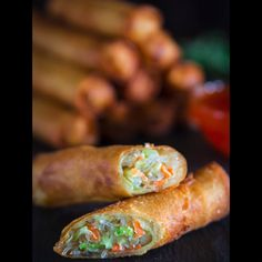 Crispy Spring Rolls 2019 Crispy fried spring rolls stuffed with bean threads cabbage carrots and celery. An easy freezer-friendly spring roll recipe everyone will love! The post Crispy Spring Rolls 2019 appeared first on Rolls Diy. Appetizer Recipes, Dinner Recipes, Dinner Ideas, Vegetarian Recipes, Cooking Recipes, Vegetarian Egg Rolls, Vegetarian Spring Rolls, Vegetarian Protein, Oven Cooking