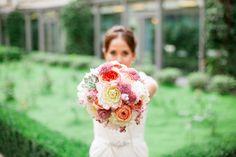 Mariage chic a Paris l Hotel le Collectionneur l Fleurs : Madame artisan fleuriste - Robe: Jenny Packhman - Photos Alex Tome l La Fiancée du Panda blog Mariage et Lifestyle