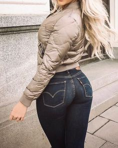 Image may contain: one or more people and people standing Superenge Jeans, Skinny Jeans, Vaquera Sexy, Cowgirl Jeans, Sweet Jeans, Hot Country Girls, Girls Jeans, Leggings Are Not Pants, Sexy Women
