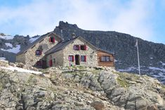 Cabane des Aiguilles-Rouges, swiss alps hotels, hostels & cabins Swiss Alps Hotel, Alpine House, Swiss Switzerland, Rando, Hostel, House Styles, Home Decor, Shelters, Cabins