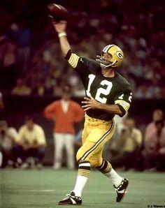 American Football, Football Team, Nfl Uniforms, Bart Starr, Football Conference, Vintage Football, Sports Photos, National Football League, Green Bay Packers