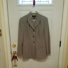 Blazer suit jacket Gray Blazer suit jacket with front pockets. New without tags, never worn, in excellent condition. She'll is 68% polyester, 38% wool, 5% spandex. Lining is 100% acetate. Classiques Entier Jackets & Coats Blazers