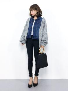 who's who Chicoのカーディガン「短丈ケーブルカーディガン」を使ったeriko(ZOZOTOWN)のコーディネートです。WEARはモデル・俳優・ショップスタッフなどの着こなしをチェックできるファッションコーディネートサイトです。 Street Look, Office Outfits, Eriko, Jacket Style, Capsule Wardrobe, Winter Fashion, Blazer, Clothes For Women, Denim