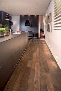 Parquet in the kitchen: 20 ideas for inspiration Parquet Flooring, Kitchen Flooring, Style At Home, Floor Design, House Design, Drummond House Plans, Interior Architecture, Interior Design, Kitchen Design