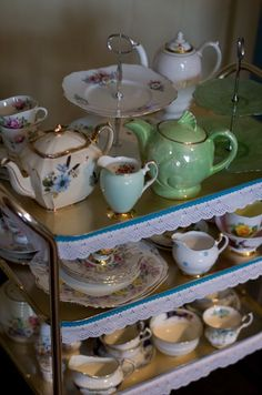 Tea Trolley on a sundry evening in front of antiques roadshow and How the west was won Trolley Dolly, Tea Trolley, Drinks Trolley, Vintage China, Vintage Tea, Shabby Home, Shabby Chic, Antique Tea Cart, Tea Cup Display
