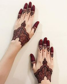 Mehndi is an art where an artist applies various henna tattoos on a girl's hands feet and other body parts. Mehndi Designs for bridals are amazing body art. Finger Henna Designs, Mehndi Designs 2018, Modern Mehndi Designs, Mehndi Designs For Girls, Mehndi Design Pictures, Bridal Henna Designs, Mehndi Designs For Fingers, Beautiful Henna Designs, Henna Tattoo Designs