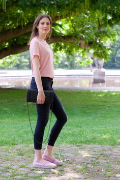 Outfit with black Zara jeans, a pink Hugo Boss shirt and Ovye' By Cristina Lucchi espadrilles
