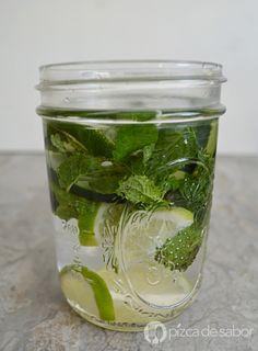 Agua con menta, pepino y limón www.pizcadesabor.com