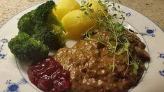 ElggryteKjøtt : 400 gr Kjøtt av kraftbein kokt i ett døgnAlternativt bog som er kuttet i småbiter og brunet raskt på panna før man lar det koke i sausen 2-3 timer. Kjøtt kokt ett døgn på kraftbein er så mørt at det kan tilsettes mot slutten. Saus: lag bruning av :20 Mashed Potatoes, Beef, Ethnic Recipes, Food, Whipped Potatoes, Meat, Smash Potatoes, Essen, Meals