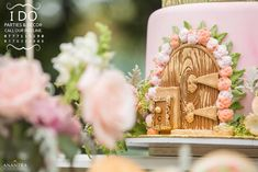 Grab your hat and your elegant mittens too; this stunning Secret Garden Birthday Party at Kara's Party Ideas will make your dreams come true! Fairy Birthday Cake, Garden Birthday, Birthday Bash, Birthday Parties, Baby Birthday, Birthday Ideas, Secret Garden Theme, Secret Garden Parties, Garden Cakes
