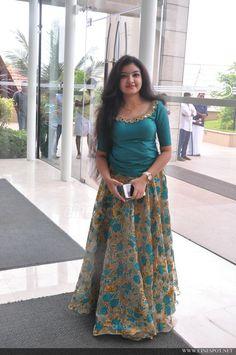 Kerala Saree Blouse Designs, Half Saree Designs, Lehenga Designs, Long Gown Dress, Lehnga Dress, Kids Blouse Designs, Designs For Dresses, Indian Gowns Dresses, Indian Fashion Dresses