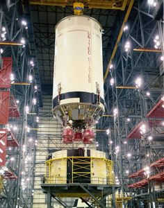 Apollo 4 mating of & stages. stacking after delay which allowed destacking of spool Apollo Space Program, Nasa Space Program, Nasa Rocket, All About Space, American Space, Apollo Missions, Space Photography, Kennedy Space Center, Space Race
