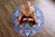 Lotus pose is a form of hatha yoga. It is easy to perform and is very beneficial for calming the mind and body. Yoga Fitness, Planet Fitness Workout, Fitness Exercises, Ballet Fitness, Fitness Dvd, Elite Fitness, Health Fitness, Boxing Fitness, Fitness Blogs