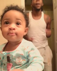 Entertainment Discover Lil mama was like hold on whats going on here? Lil mama was like hold on whats going on here? Funny Video Memes, Funny Relatable Memes, Funny Posts, Funny Baby Memes, Funny Videos, Stupid Funny, Funny Cute, Hilarious, Funny Babies