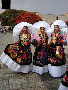 Vestido tipico de Tehuana Oaxaca México