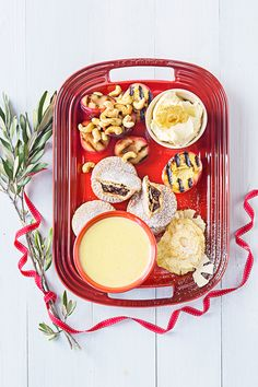 Griddled Stone Fruit and Mince Pie Platter with Crème Anglaise - Le Creuset Recipes Tapas Recipes, Grazing Tables, Party Platters, Mince Pies, Stone Fruit, Antipasto, Charcuterie, Perfect Party, Tis The Season