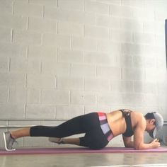 Love Handles workouts! Tag friends and challenge them! By @mytrainercarmen #female6packguide