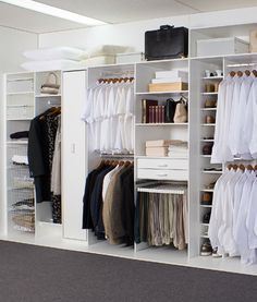 I would love a built in wardrobe like this one. I love all the spots for hanging clothes as well as shelves. It would be nice to have shelves where I can put my shoes. Wardrobe Organisation, Wardrobe Storage, Bedroom Storage, Organization, Master Bedroom Closet, Bedroom Wardrobe, Home Bedroom, Bedrooms, Built In Cupboards